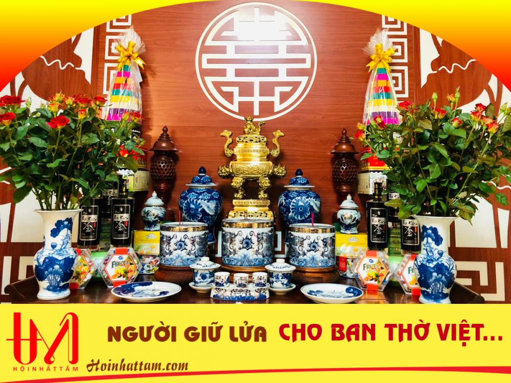 Người giữ lửa cho ban thờ Việt